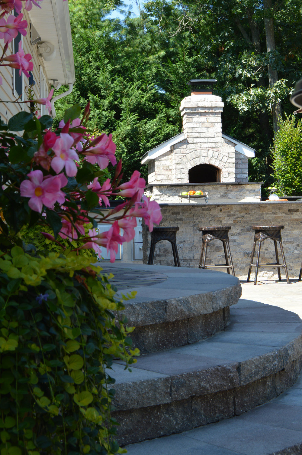 Incorporating a Rustic Theme into your Melville NY Patio
