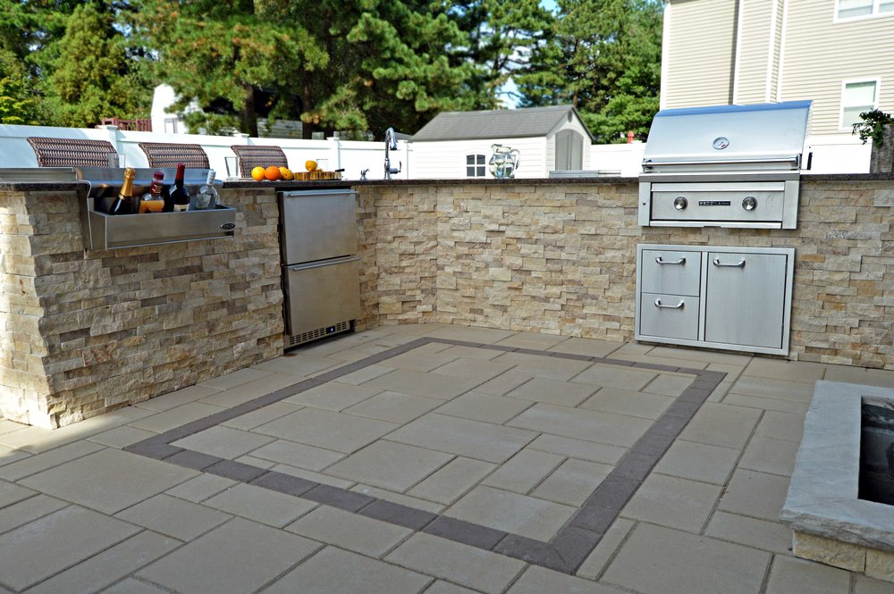 Long Island, NY outdoor kitchen with a grill