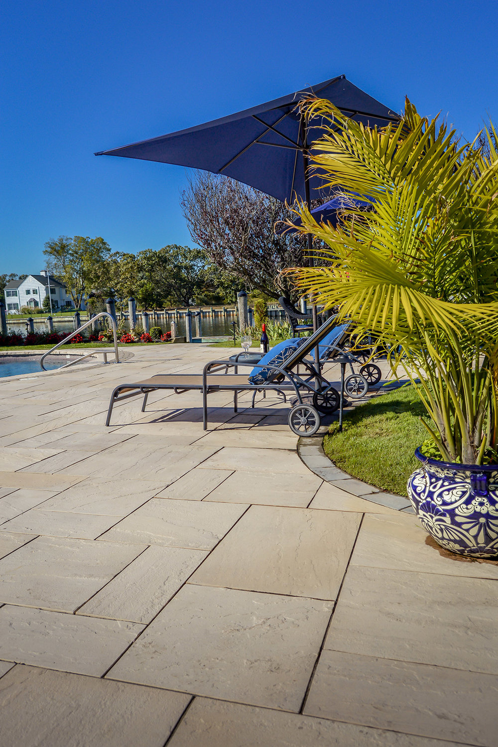 Smithtown, NY patio with sunbeds