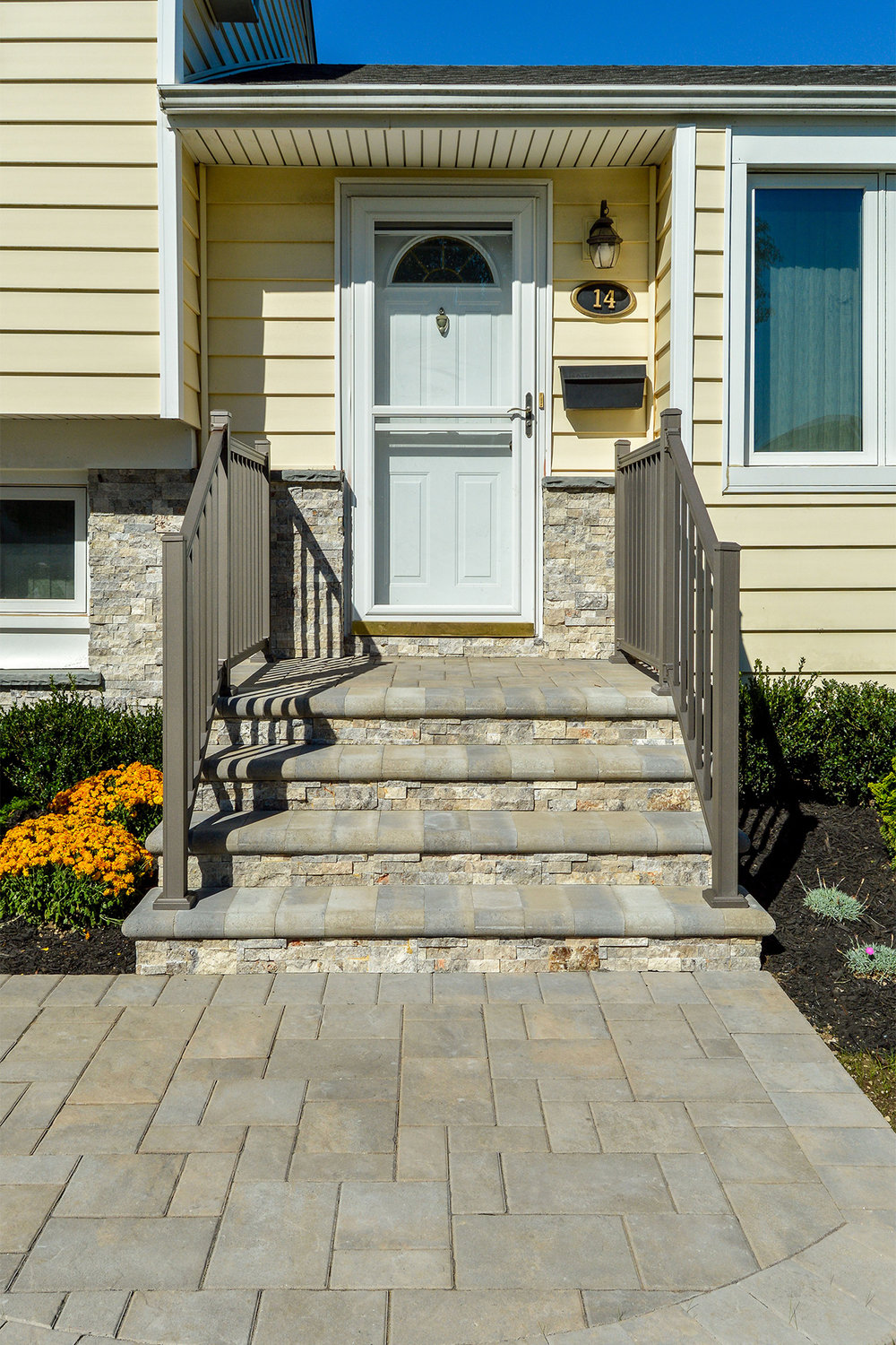 Smithtown, NY front entrance design with steps