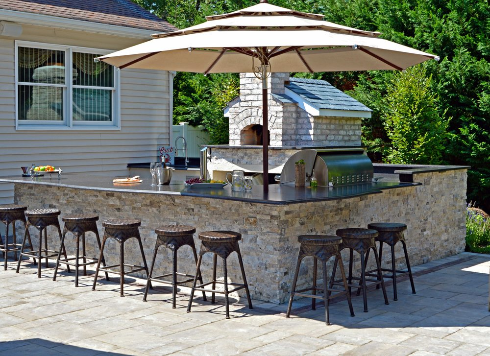 Outdoor kitchen landscape design in East Northport, NY