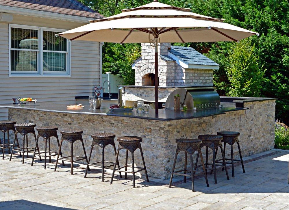 Outdoor kitchen landscape design in Commack, NY