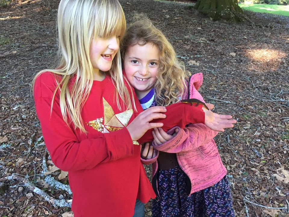 kids with newt.jpg