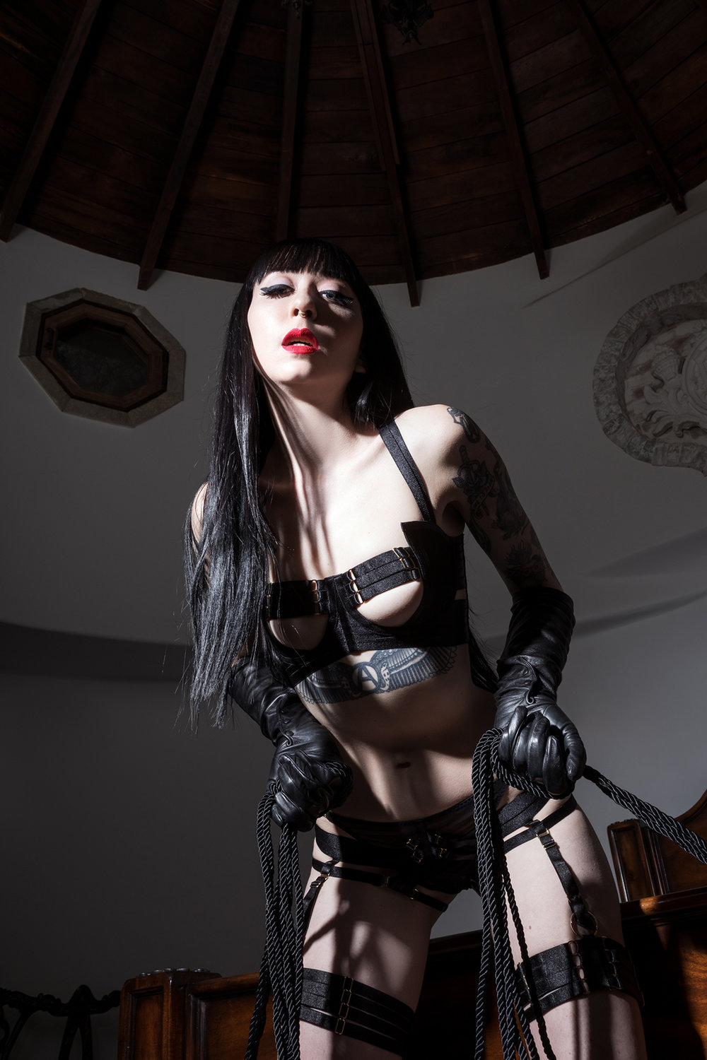 Mistress_Ramona_Ryder_SF_San_Francisco_Escort_Dominatrix_Domme_Rope_Bondage_Submission_Slave_Training_Leather_Gloves.jpg