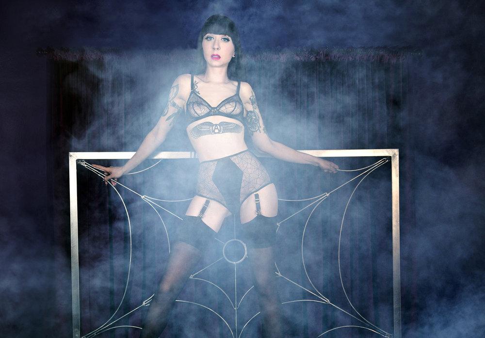 Mistress_Ramona_Ryder_Halloween_Pale_Goth_Punk_SF_NYC_Japan_1.jpg
