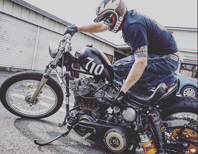 Today's inspiration is brought to you by @tom_ironhorse_78 check out his page! There's something I just love about this bike, this photo composition, and the familiar colours of 7-11 in the background 😜