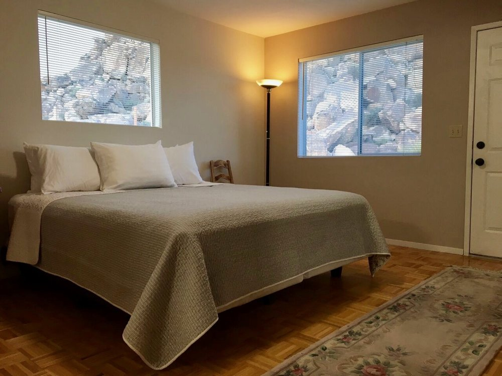 Sunnyrock Acres, King-size Bedroom - JoshuaTreeVacationHomes.com