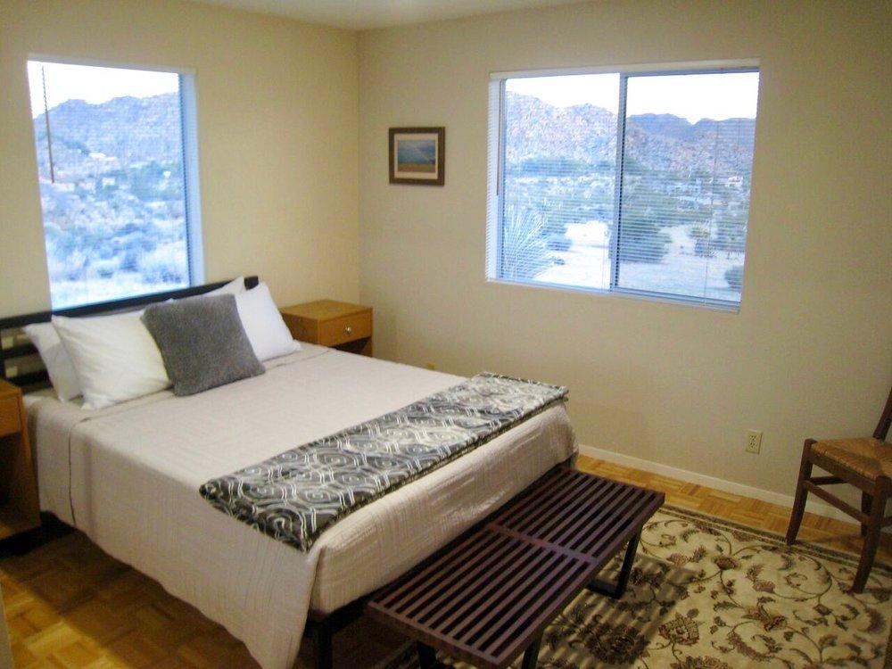 Sunnyrock Acres, Queen-size Bedroom - JoshuaTreeVacationHomes.com