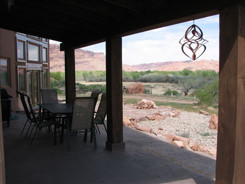 moab-panorama-oasis_patio-view.jpg