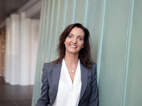 Bente Storhaug Dahl - Assosiert partner MRBBente Storhaug Dahl er assosiert partner i MRB. Hun har en bred erfaringsbakgrunn som spenner fra toppledelse, til ledelse av fagfunksjoner innen salg, industriell servicevirksomhet, økonomi og personal.