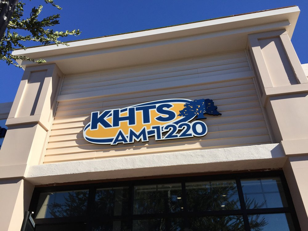 KHTS AM-1220 (Broadcast)    I currently head the video department at Santa Clarita's only radio station. It's been interesting coming from a film background to tell stories in a broadcast environment. But, I've been very fortunate to be able to get creative and tell many visually interesting stories. My work here ranges from editing, voice over, motion graphics and photos.
