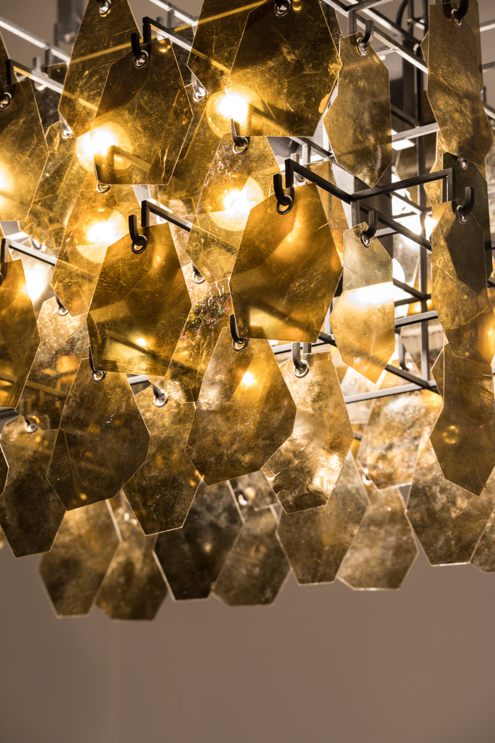 Alexander_Lamont_Sapucaí_Chandelier_mica_stainless_steel_MSS_1201.jpg