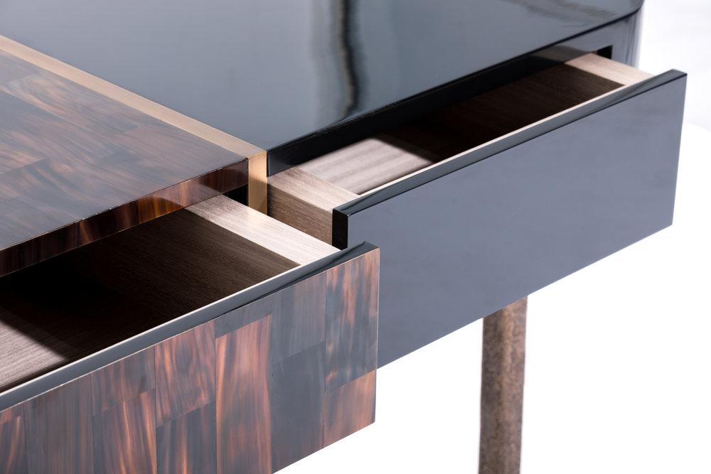 Alexander_Lamont_Oscar_Desk_lacquer_horn_bronze_MSS_2175.jpg