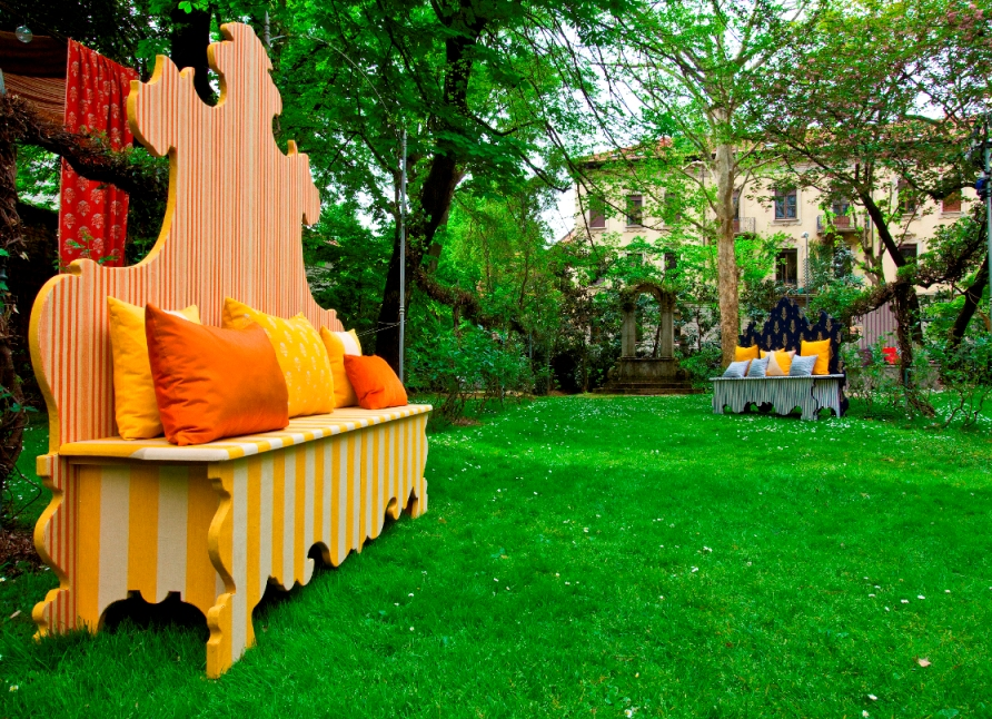 bench in the garden2014 event in the Giardino degli Atellani.jpg
