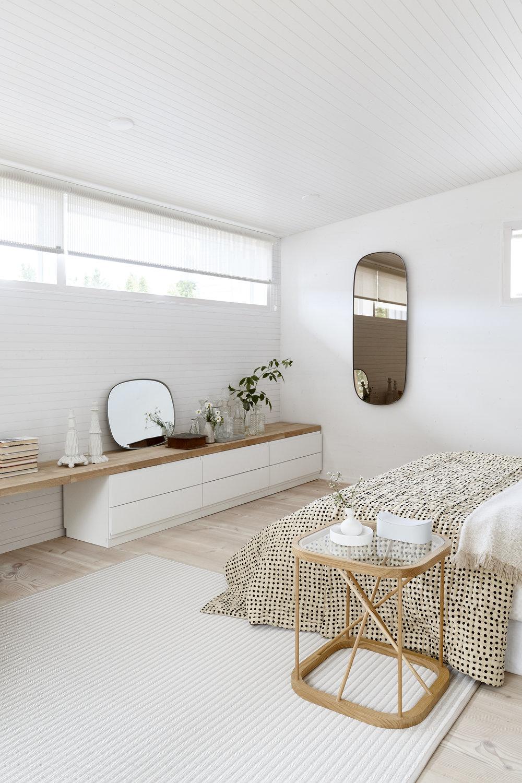 116151 Raiway stone_white_bedroom.jpg