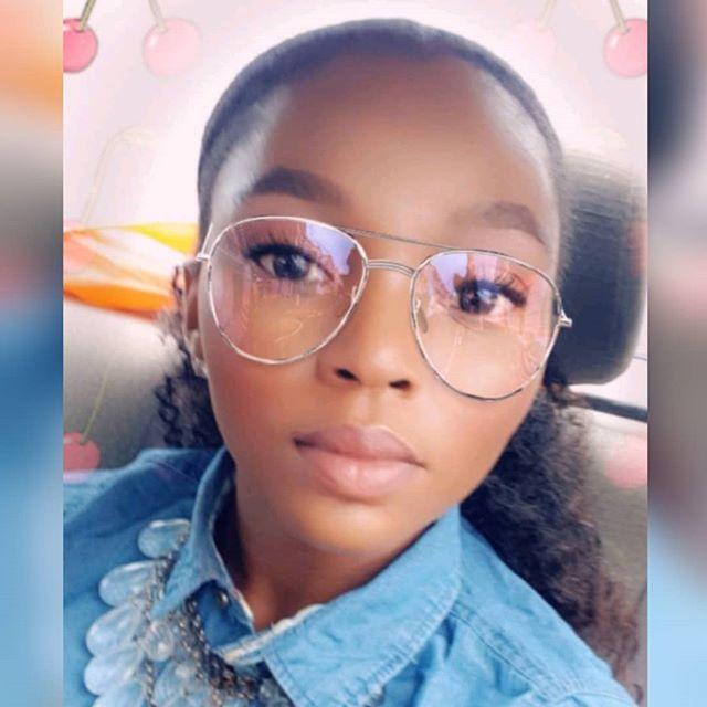 Another weekend selfie. I really need to get these glasses for myself 🤓 - - -  #weekendvibe #weekendselfie #naturallyshesdope #ponytailstyle #slickbackhair #kinkycurl #lagosnaturals