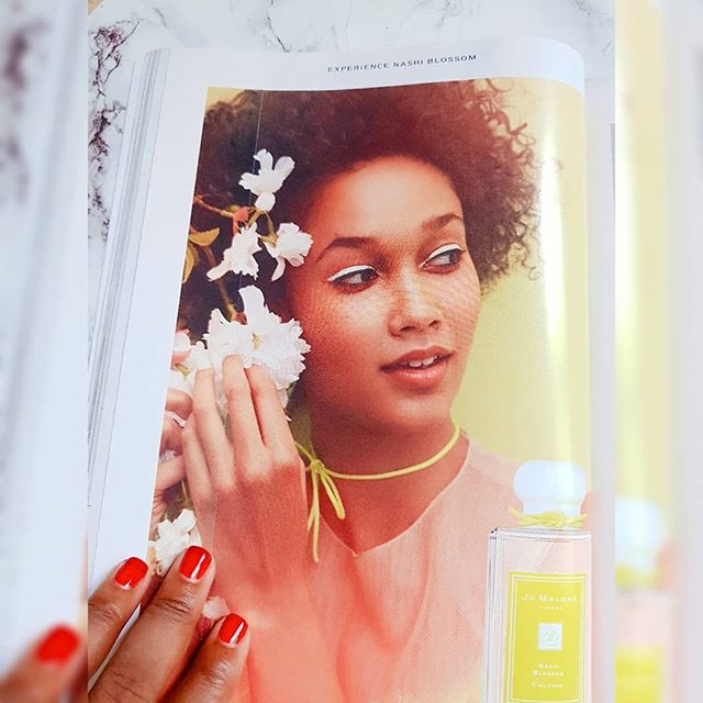 I'm so in love with this @jomalonelondon ad! - The hair + the makeup + the fragrance = refreshing - #blackgirlsarelit #jomalonelondon #editorialmakeup #naturallyshesdope #editorialhair #summerfragrance #naturalhairmag