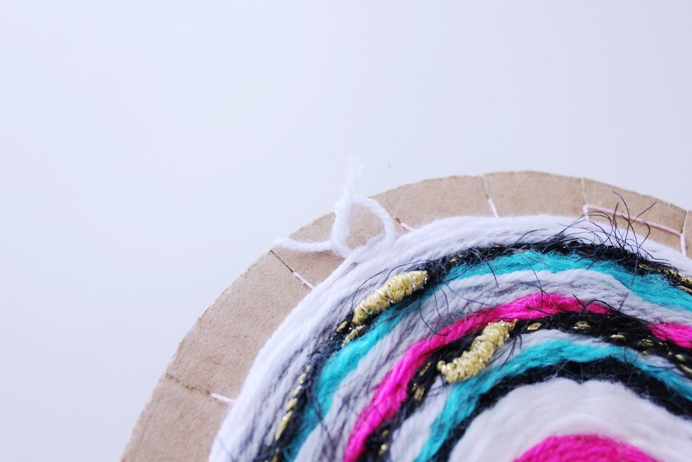 DIY round weaved coaster. Easy to follow step-by-step tutorial!