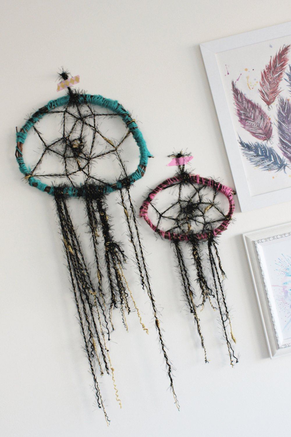 DIY dream catchers - perfect way to decorate boring walls