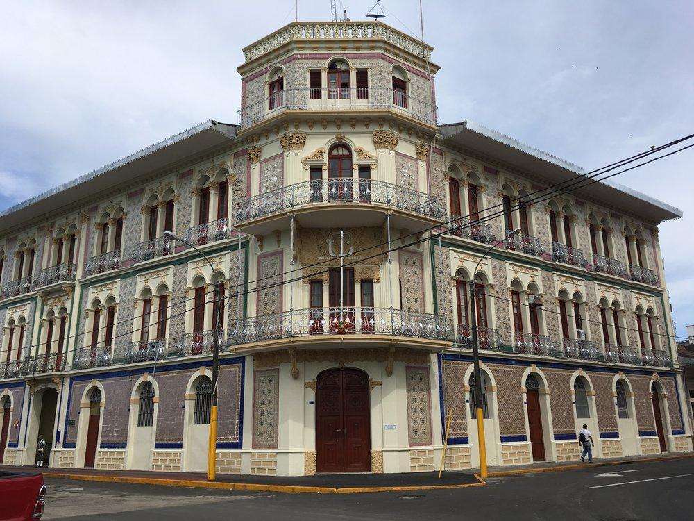 Красивое административное здание
