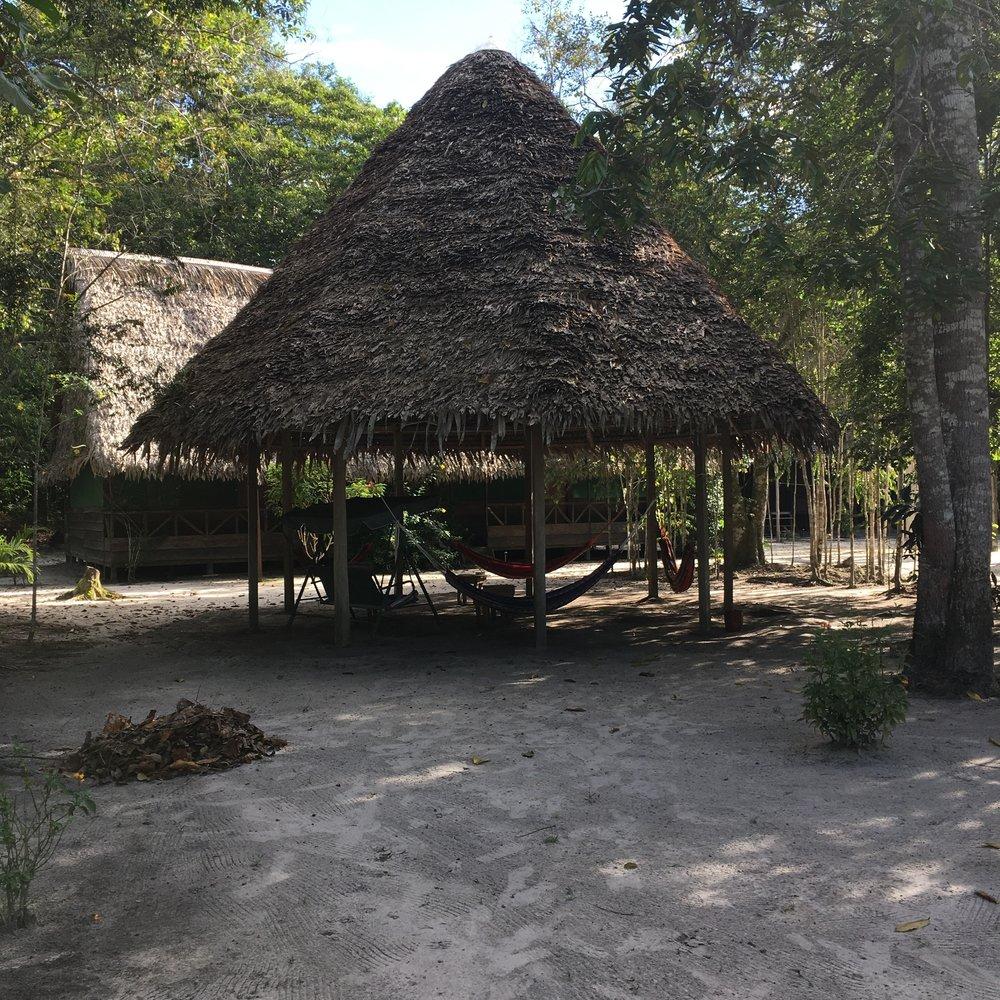 Беседка для отдыха с гамаками