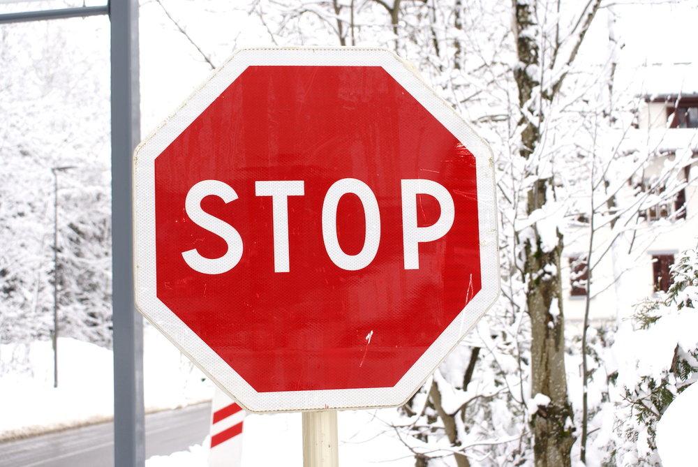 stop_sign_chamonix.JPG