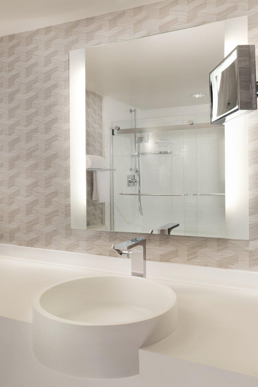 Hyatt Regency LAX Bathroom