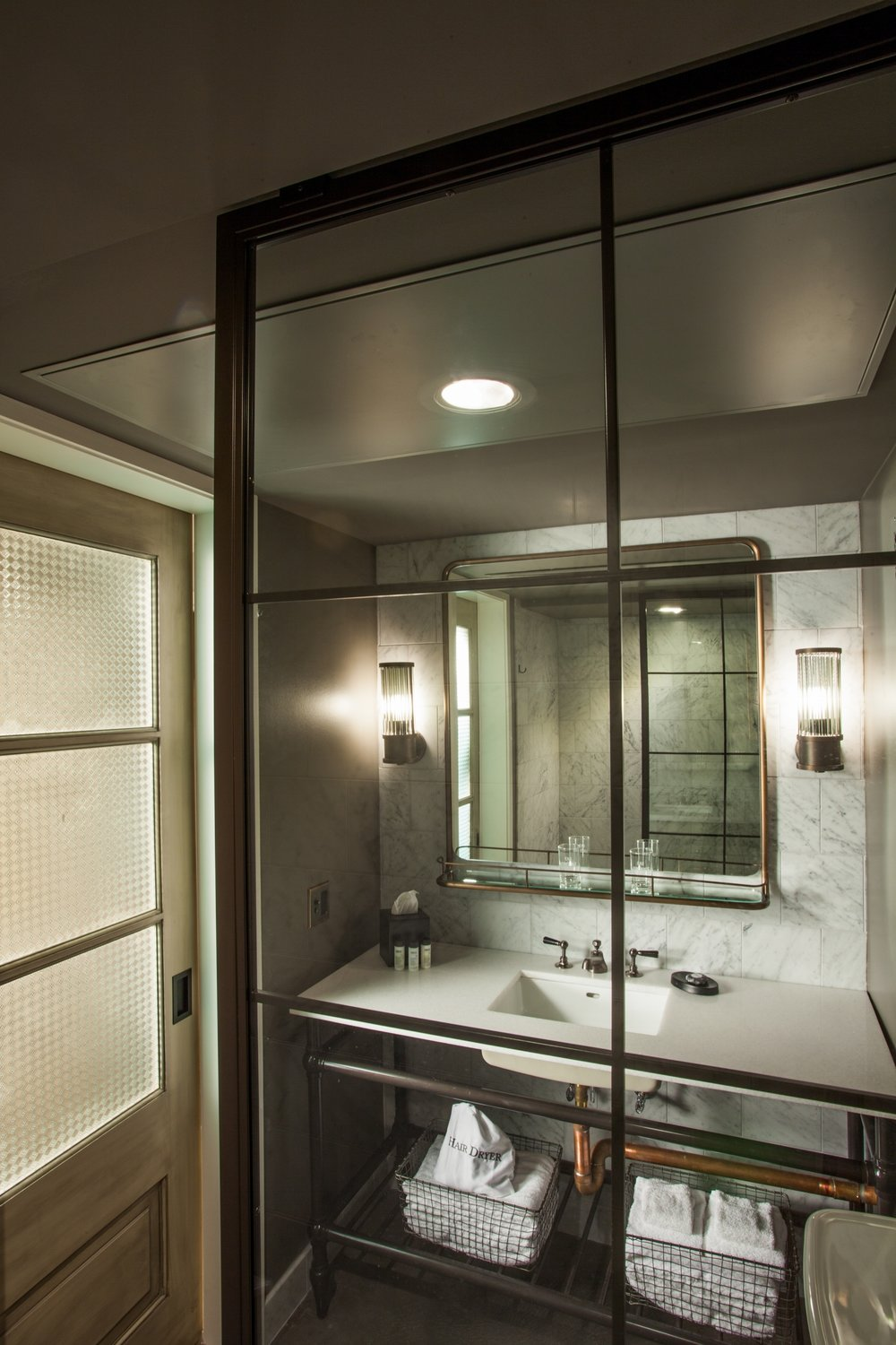 Maison Dupuy Guest Bathroom