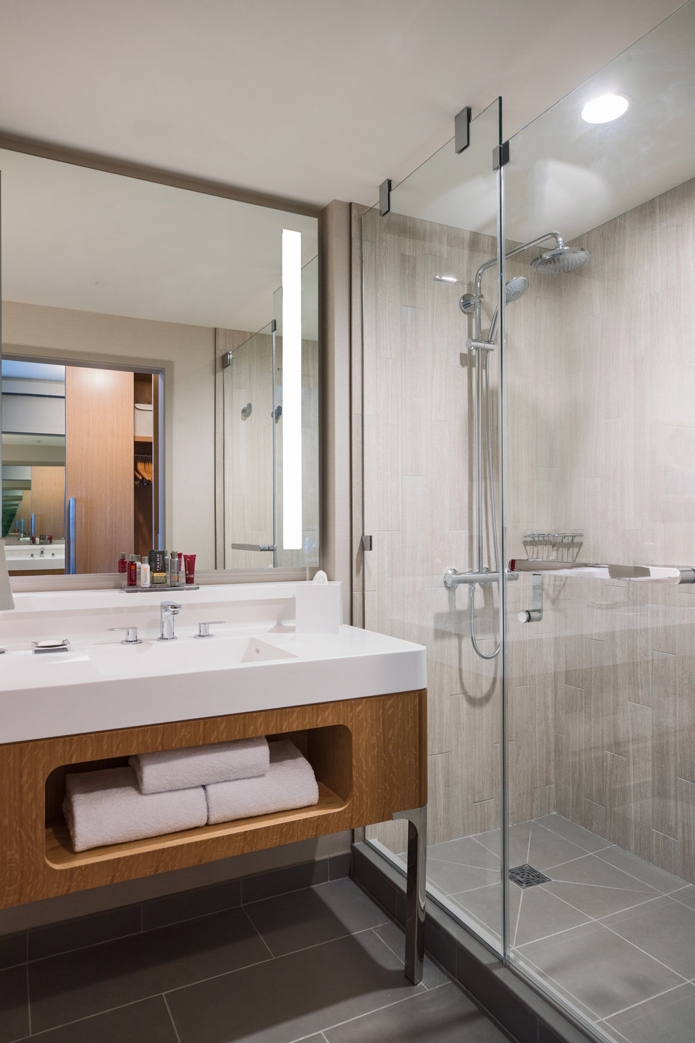 Marriott Marquis Chicago Guestroom Bathroom