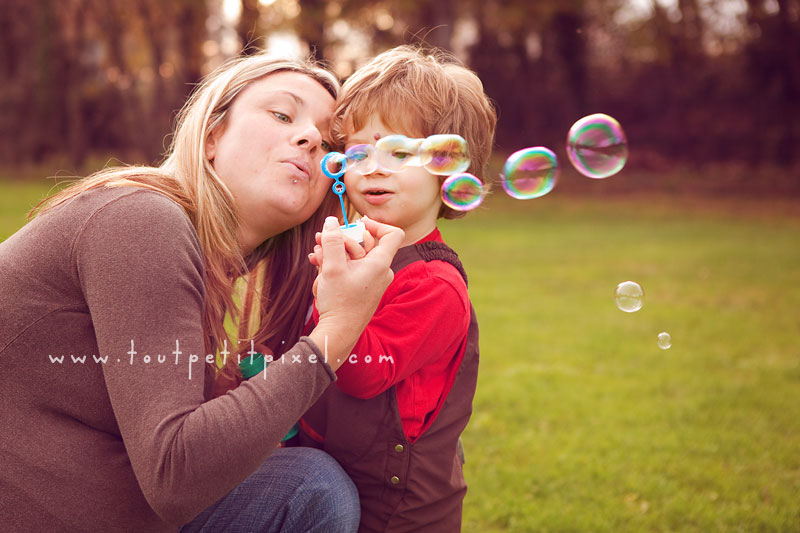 photo maman enfant bulles