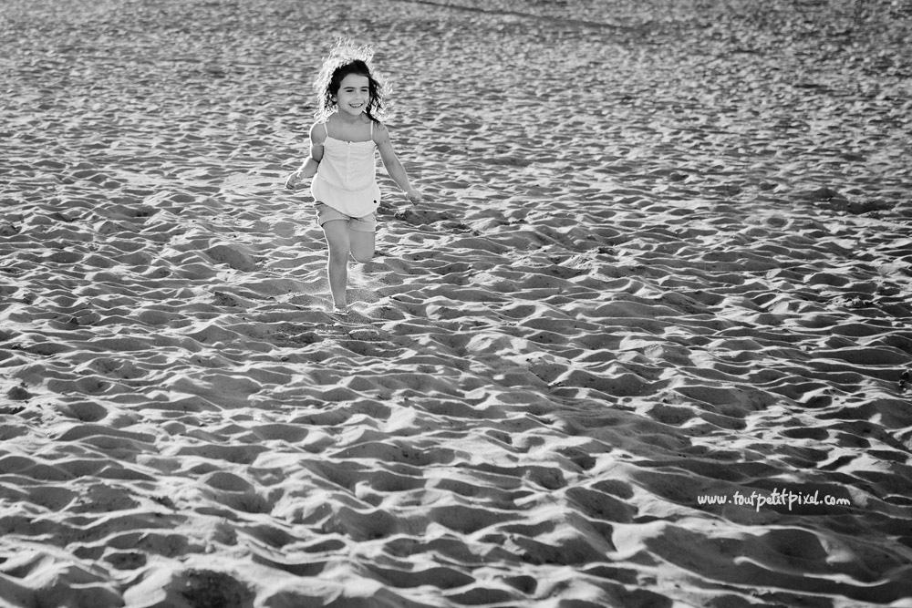 enfant-qui-court-sur-la-plage.jpg