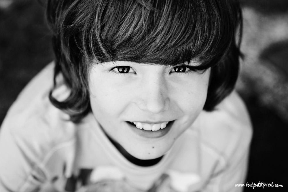 portrait-enfant-qui-sourit