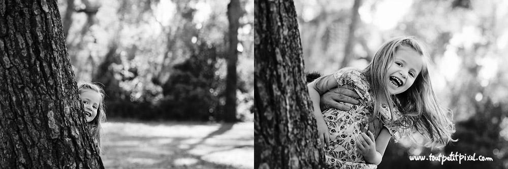 petite fille qui joue à cache-cache