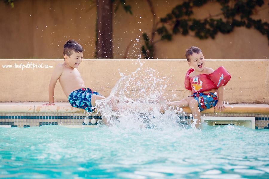 enfants-qui-jouent-au-bord-de-la-piscine.jpg