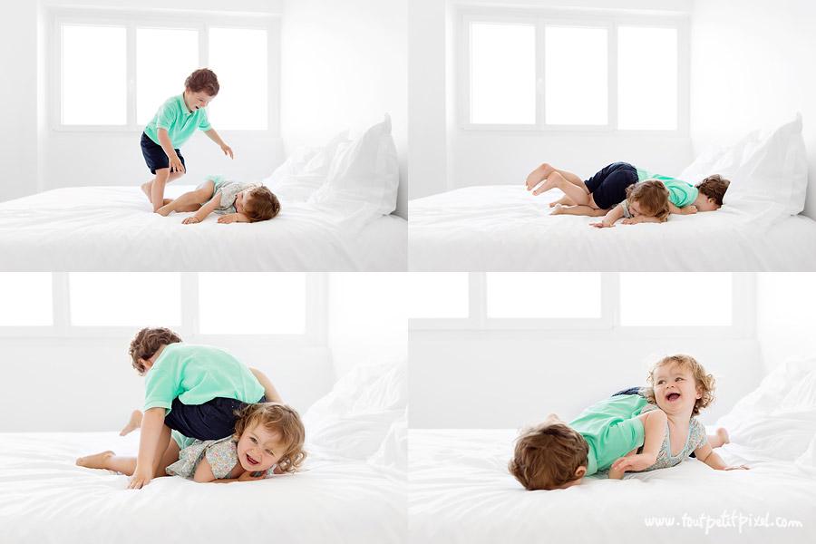 enfants qui jouent à la bagarre