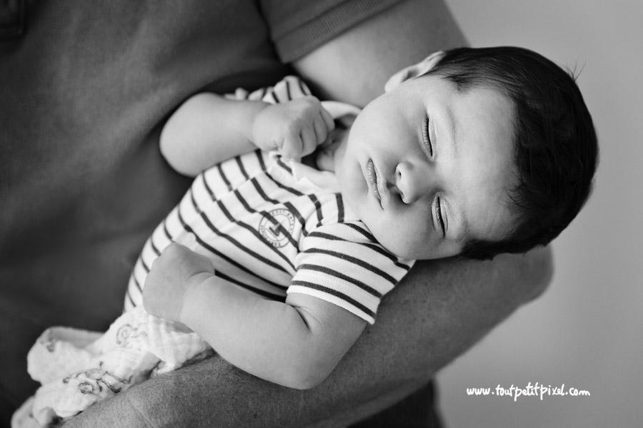 portrait-nourrisson-noir-et-blanc.jpg