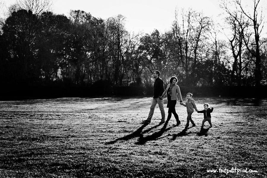 photo de famille lifestyle au parc