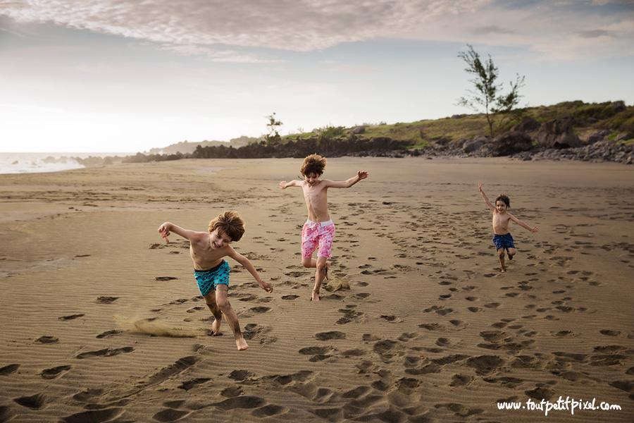 Enfants-qui-courent-sur-la-plage.jpg