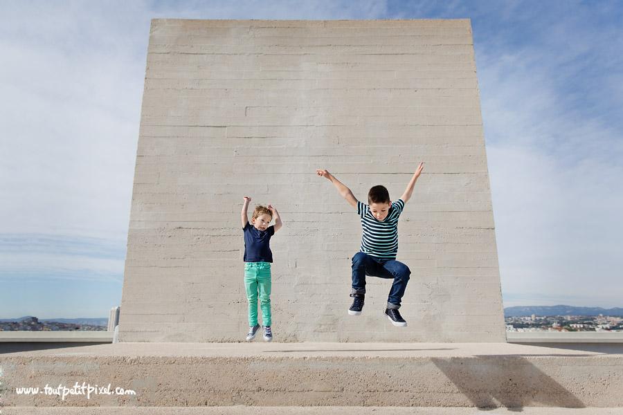 enfants-qui-sautent.jpg