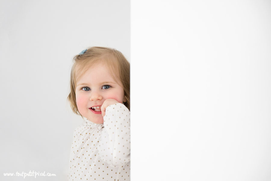 portrait-petite-fille-qui-sourit.jpg
