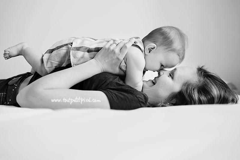 maman et bébé nez à nez