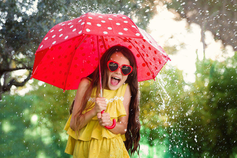 photo-enfant-parapluie-rire.jpg