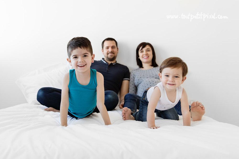 photo-de-grossesse-en-famille.jpg