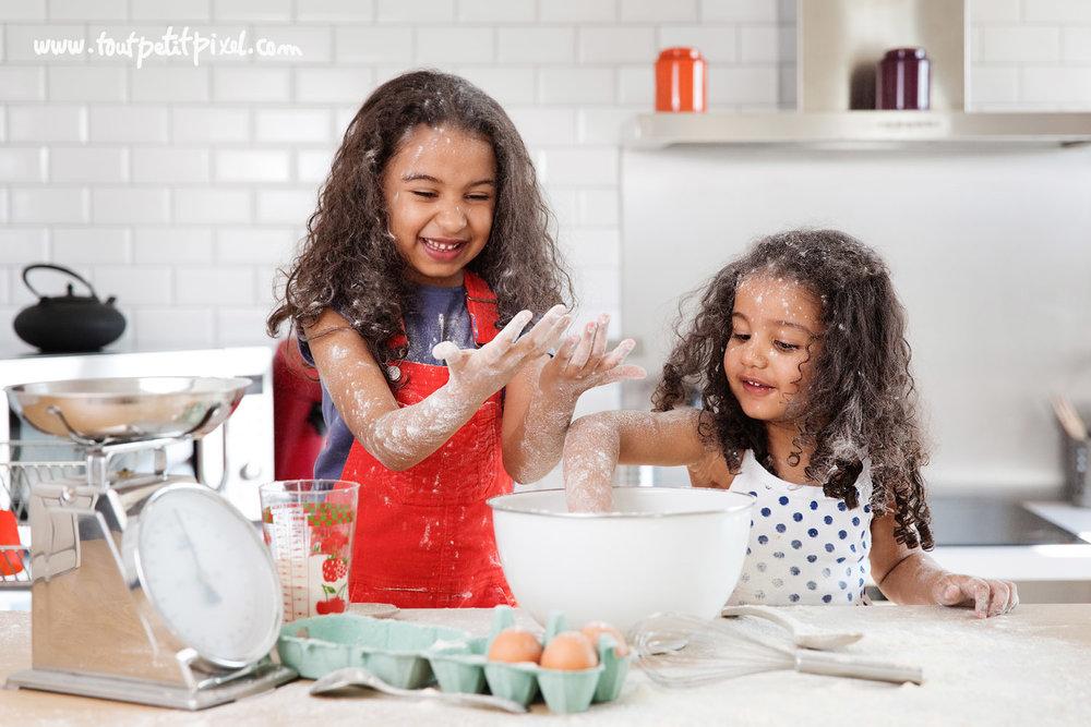 petites-filles-qui-preparent-un-gateau.jpg