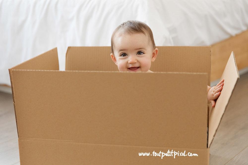 bebe-dans-un-carton.jpg