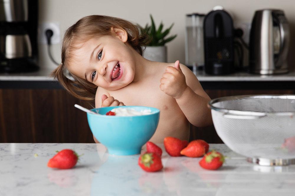 Photographe-enfant-fraises.jpg