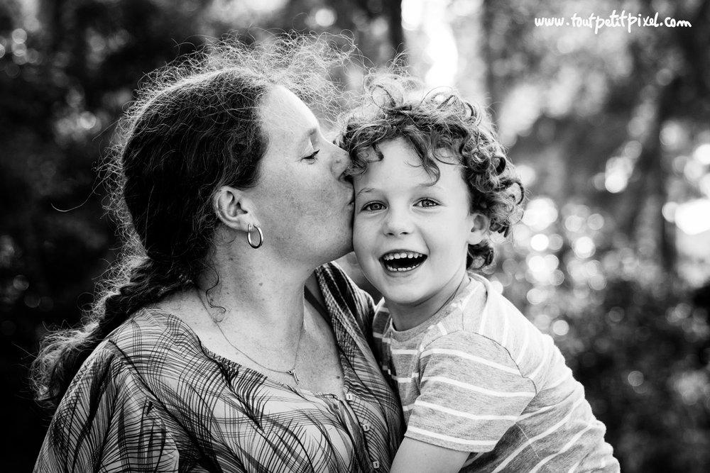 photo-maman-enfant-bisou.jpg