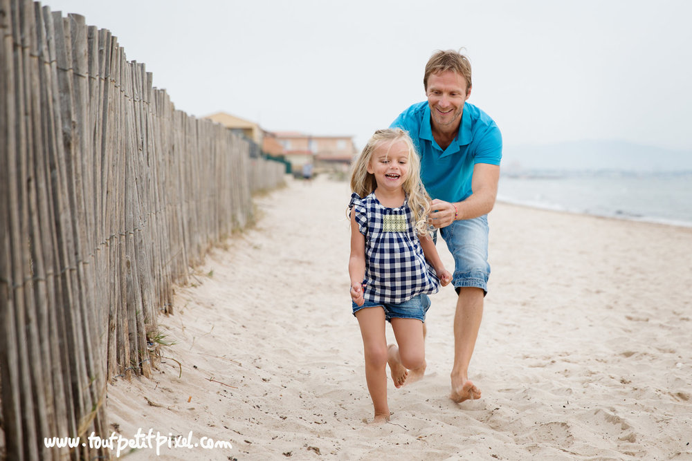 photographe-parent-enfant-plage.jpg