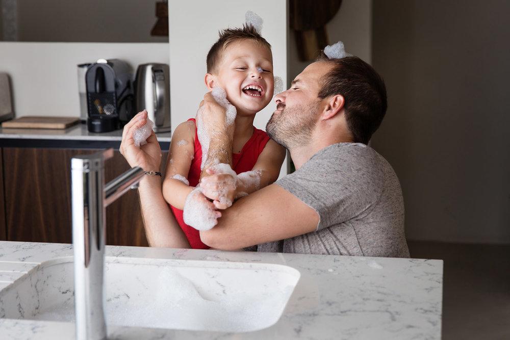 photo-papa-enfant-vaisselle.jpg