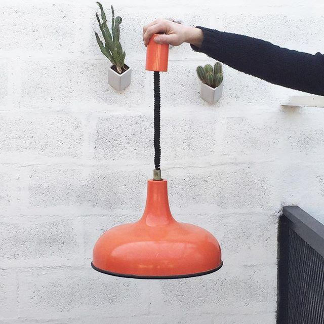 Ressorti du stock ! Lampadaire orange vintage #brocante #vintage #luminaire #lampadaire #deco #light #decoration #home #office #aménagement #espaces #bureaux